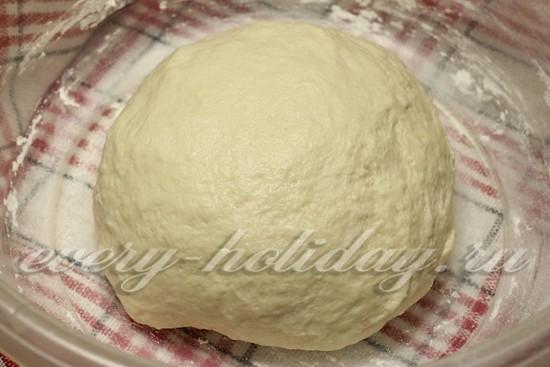 Вымешиваем тесто ложкой