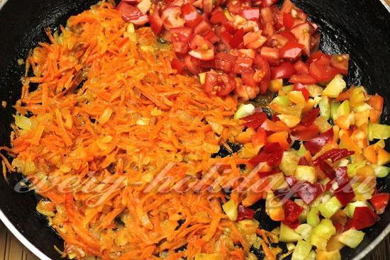 добавим перец и помидор