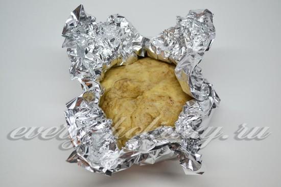 Заворачиваем тесто в фольгу и охлаждаем
