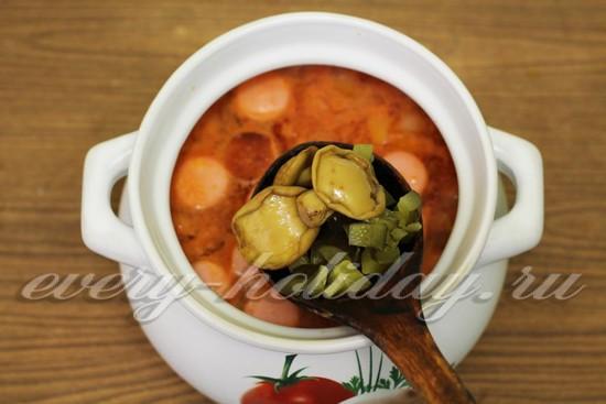 добавить в суп грибы, огурцы, рассол