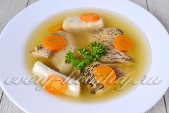 Заливаем рыбу охлажденным рыбным бульоном