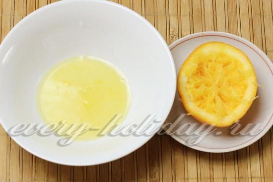 выжать сок из апельсина