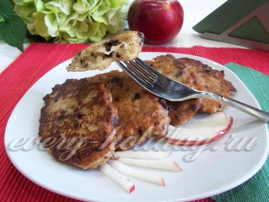 Яблочные оладьи с шоколадом, рецепт с фото