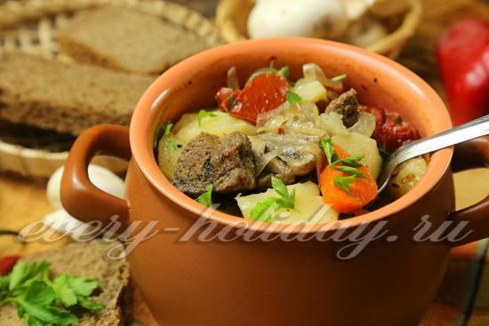 Говядина с картошкой и грибами в горшочке