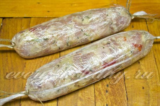 убираем колбаски в холодильник на 30 минут