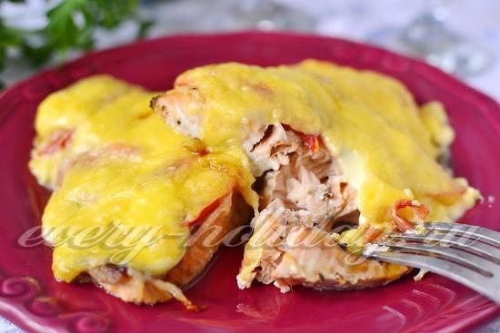 рецепт горбуши в духовке с помидорами и сыром рецепт с фото