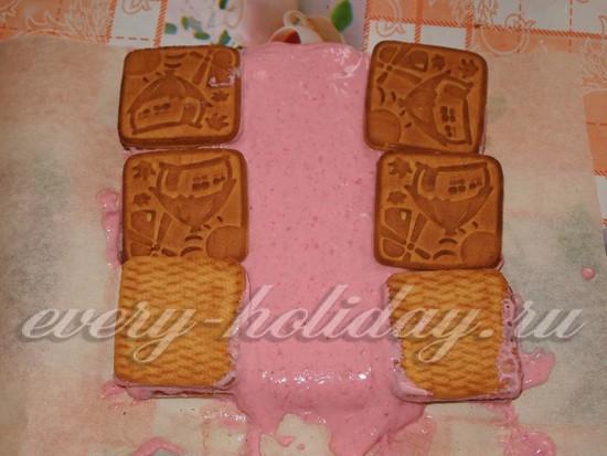 Покрыть по бокам еще печеньем