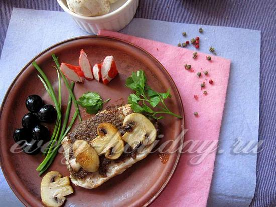 украсить мясо грибными слайсами