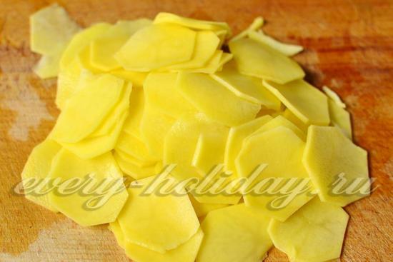 картофель нарезать слайсами