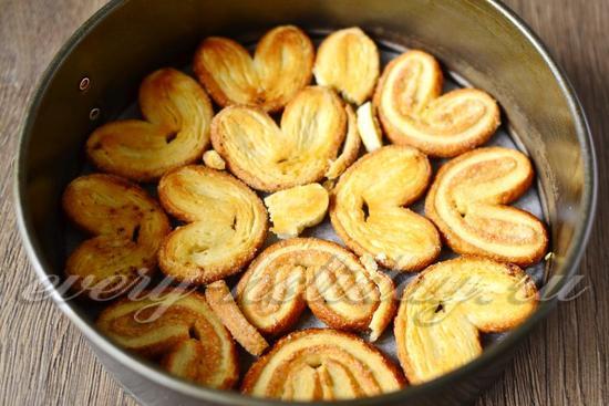 выкладываем слой из печенья