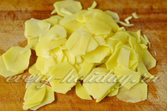 Картофель режем слайсами