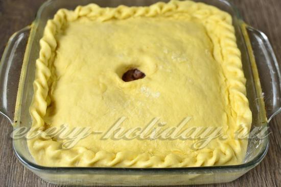 Закрываем пирог тестом