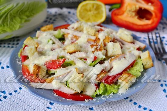 рецепт салата Цезарь с копчёной курицей