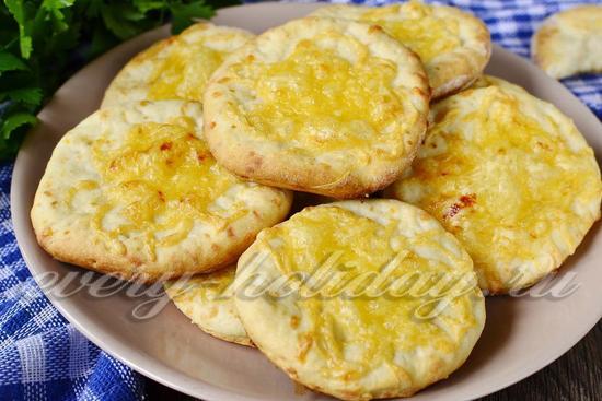 Сырные лепешки за 15 минут, получаются очень сочные и хрустящие