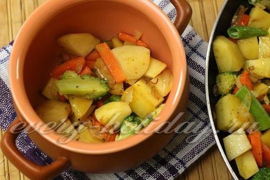 выкладываем слой обжаренных овощей