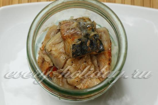 выкладываем слой рыбы