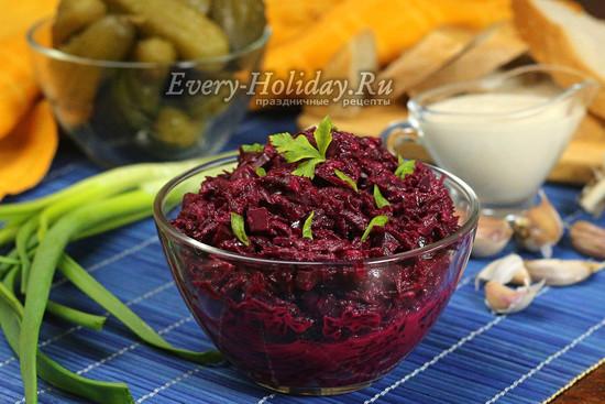 салат Виолетта со свеклой и солеными огурцами