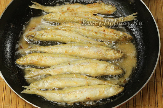 обжариваем рыбу до готовности