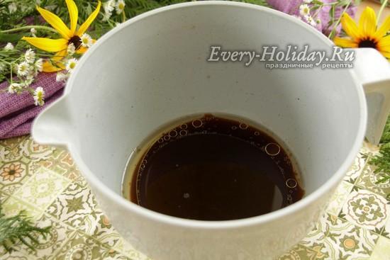 смешать воду, кофе и масло