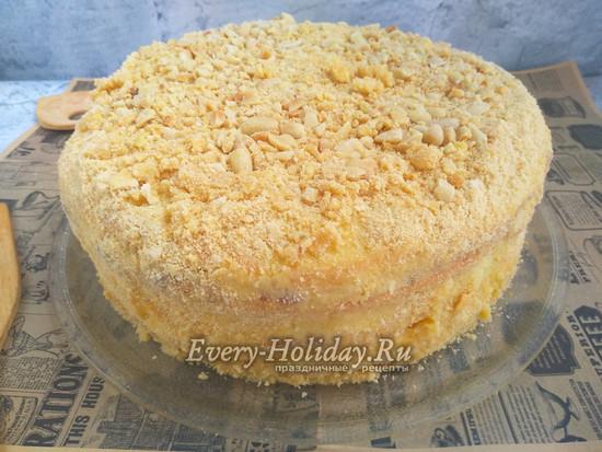 посыпать торт печеньем