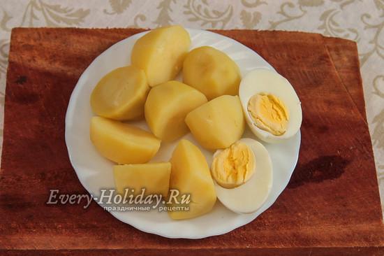 сварить картофель и яйца