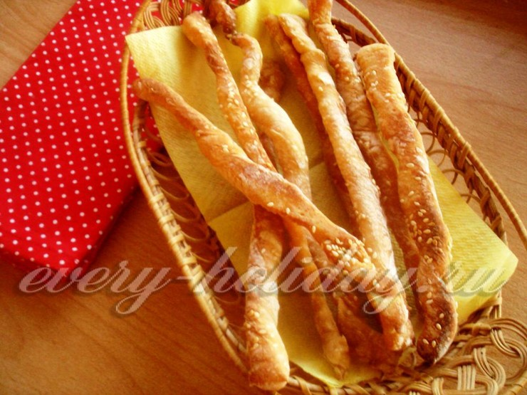 Хлебные палочки из дрожжевого теста с паприкой и кунжутом