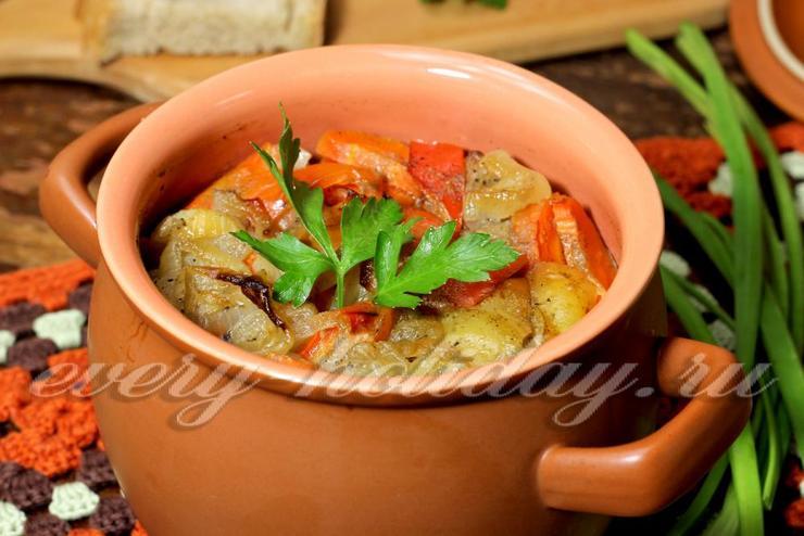 Свинина с картошкой и овощами в горшочке