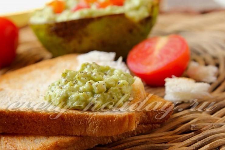 Паста из авокадо с яйцом для бутербродов