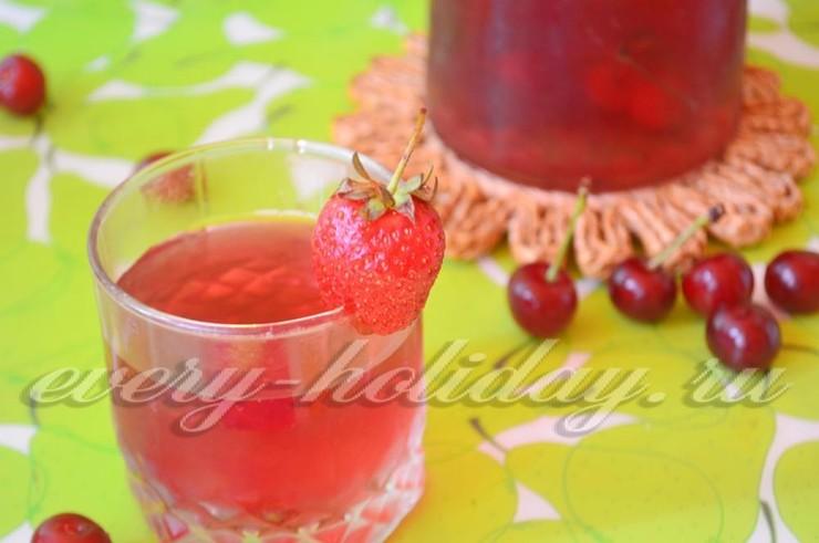 Компот из земляники, вишни и клубники - рецепт пошаговый с фото