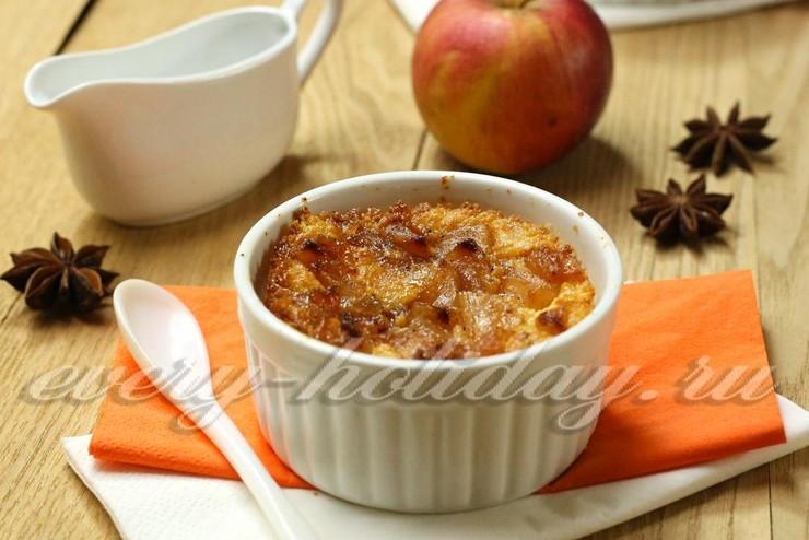 Запеканка из творога с карамельными яблоками