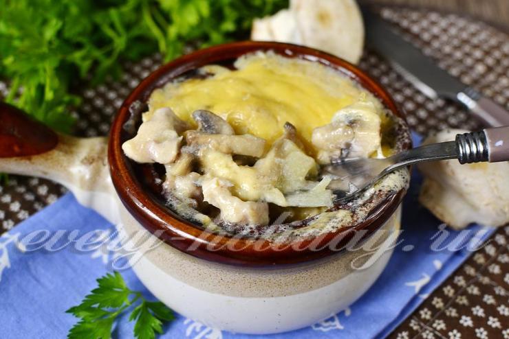 Жульен с курицей и грибами в духовке