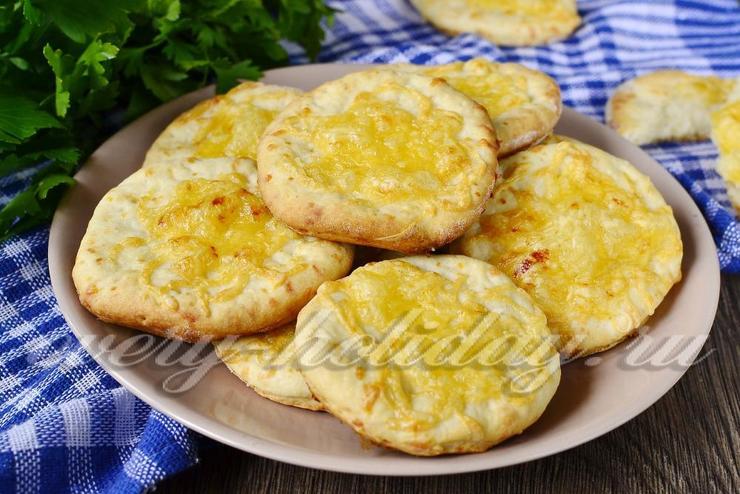 Хрустящие сырные лепёшки «Объедение» в духовке