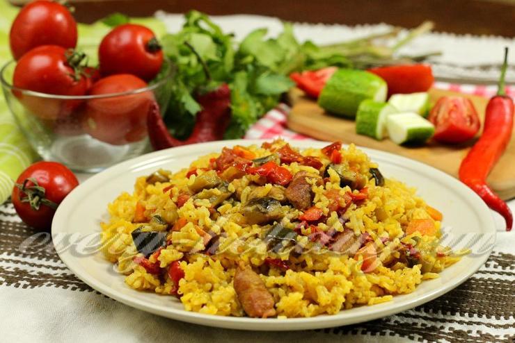 Рассыпчатый рис с мясом и овощами