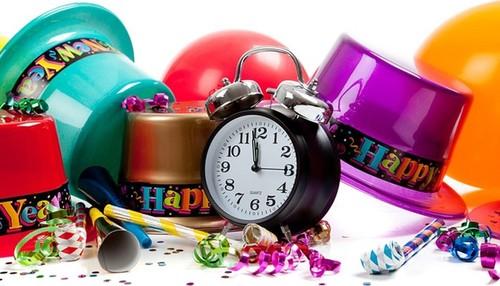 Фанты на день рождения для веселой компании взрослых за столом: прикольные и смешные, интересные задания для игры