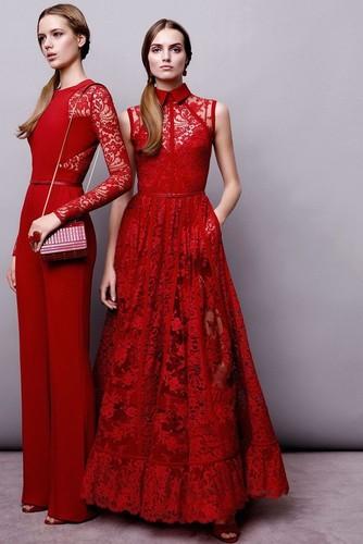 ярко бордовое платье
