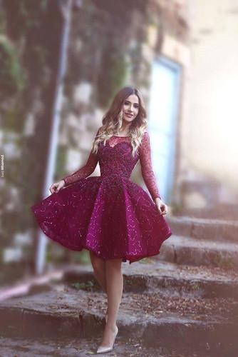 короткое бордовое платье