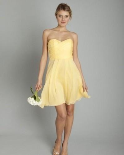 светло желтое платье