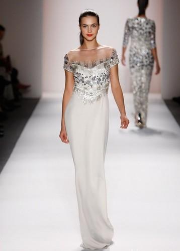 блестящее серебристое платье