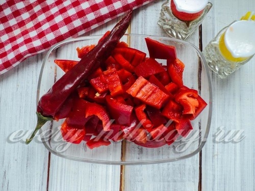 Аджика из помидоров и чеснока: рецепт классический без варки (пошагово)